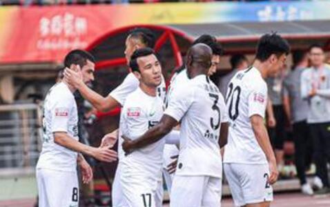 莫塔戴帽马格利卡造3球 贵州5-0新疆